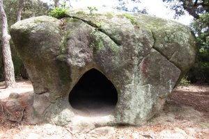 ruta-megalitica-de-la-roca-la-foradada